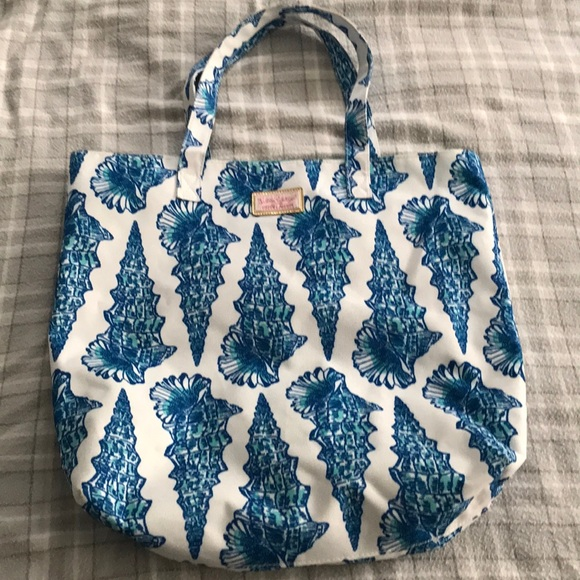 Lilly Pulitzer Handbags - Lilly Pulitzer bag EUC tote rare hard to find